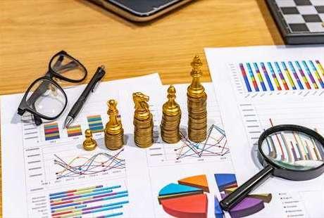 オンラインカジノは投資として成り立つのか?FXや株式投資と比較のサムネイル