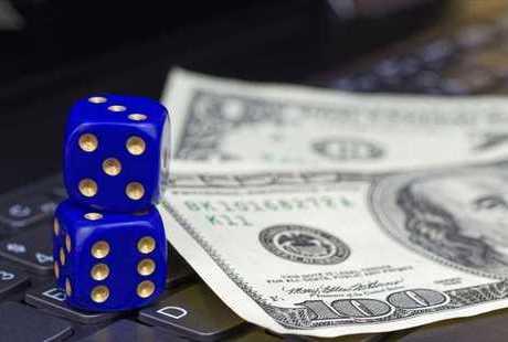 オンラインカジノの収入で生活するには?プロプレイヤーになる秘訣をご紹介のサムネイル