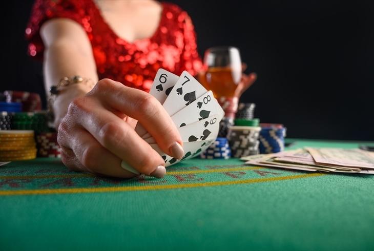 ポーカーのヘッズアップとは?GACKTもハマったゲームの魅力と攻略法をご紹介のサムネイル