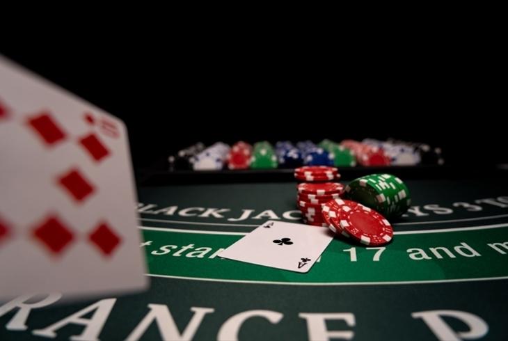 ポーカーの基本アクション「コール」を徹底解説!そのほかの専門用語もご紹介のサムネイル