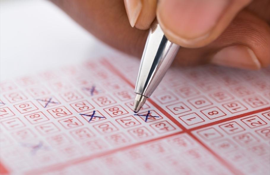 ロト6の当選確率とは?賭け方や攻略法、オンラインカジノで買える海外の宝くじも紹介サムネイル
