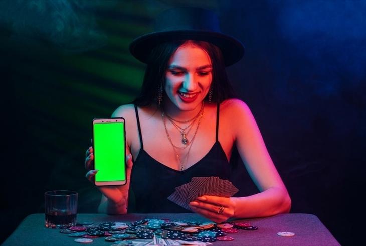 インカジは利用するのも違法?オンラインカジノとの違いについて徹底解説のサムネイル